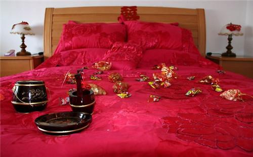 铺婚床的吉祥话    结婚铺床有什么讲究