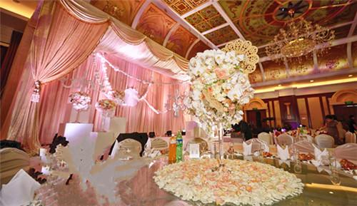西式婚礼现场怎么布置好   2017浪漫婚礼现场布置图片图片