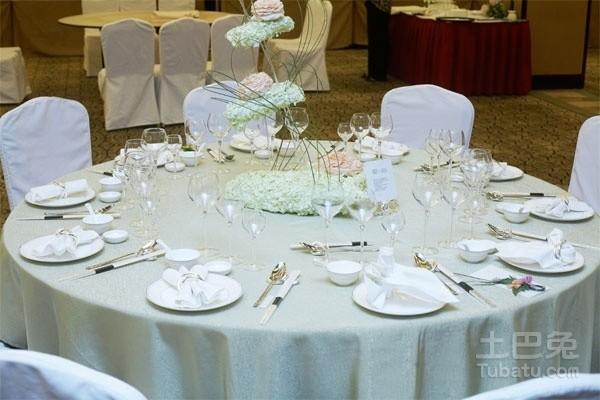 中餐宴会摆台主题设计包括哪些内容